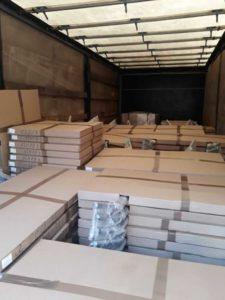 Погрузка большой партии столов для доставки в Крым